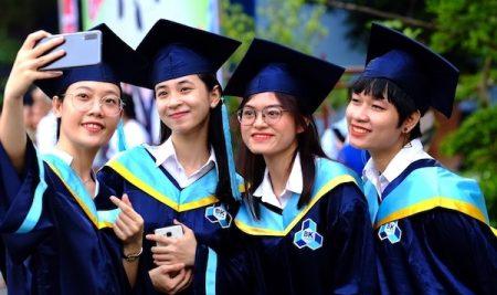 Đại học 'chuộng' thí sinh có IELTS 5.5+ và các chứng chỉ quốc tế